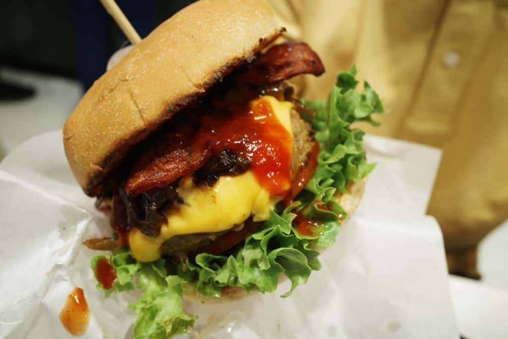 嘉寶漢堡: 香辣煙肉蘑菇芝士牛堡