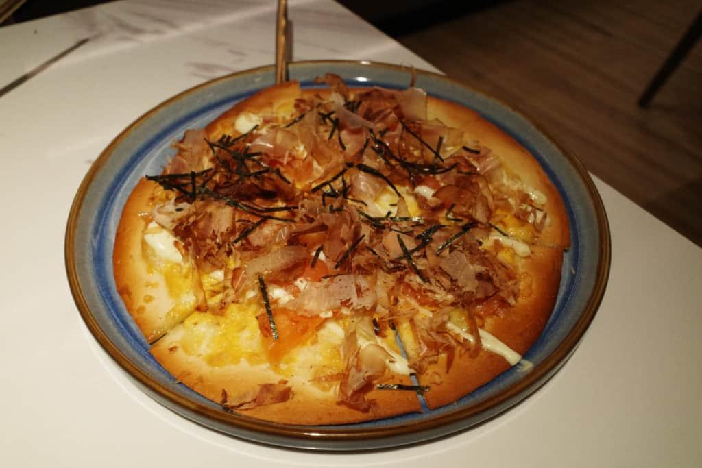 牧羊少年:日式大阪燒風味煙三文魚薄餅